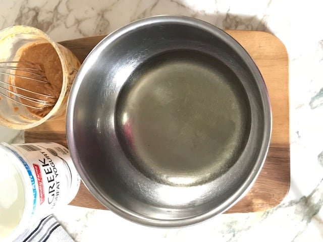 picture of melted coconut oil for 3 ingredient, not bake dog treats
